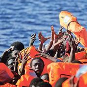 Au large de la Libye, le rôle ambigu de certaines organisations humanitaires