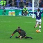Un joueur d'Everton célèbre son but… avant de marquer