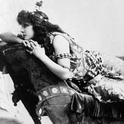 Sarah Bernhardt donne son premier cours de théâtre le 19 février 1907
