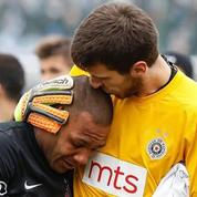 Un joueur brésilien quitte la pelouse en pleurs après des cris racistes