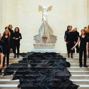 Musée du Louvre : «Marée noire» contre l'art Total