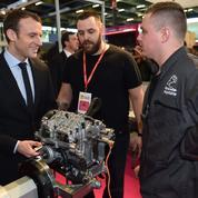 Macron se pose en candidat de l'«alternance»
