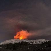Une équipe de la BBC légèrement blessée par une explosion sur l'Etna