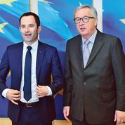 À Bruxelles, coup de fatigue et mauvaises nouvelles pour Benoît Hamon