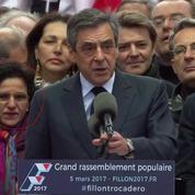 Qui est Malika Sorel, la femme qu'on voit tout le temps derrière François Fillon ?