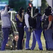 Pourquoi les policiers veulent porter des cagoules