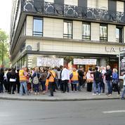Rassemblement pour l'emploi devant le siège de Vivarte