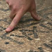 Avant d'être déposée, une incroyable mosaïque antique d'Uzès attire les foules