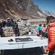 Fakear et Paul Oakenfold: des DJ aux sommets