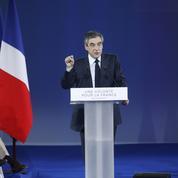 Fonctionnaires : Fillon vise 4 fois plus d'économies que Macron