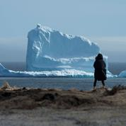 Canada : un iceberg géant échoué à quelques mètres de la côte