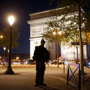 Attaque des Champs-Élysées : Twitter préfère se souvenir des #BellesChoses