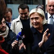 Le FN promet que la baguette sera payable «en nouveau franc dans un an»