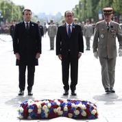 Cérémonies du 8 mai 1945 : François Hollande et Emmanuel Macron côte à côte