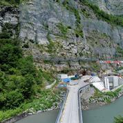Dans les Alpes, EDF creuse au cœur de la montagne