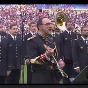 La Garde républicaine reprend Oasis en l'honneur des victimes des attentats