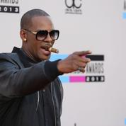 R. Kelly : une fille de son «temple sexuel» vole à son secours