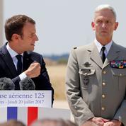 À Istres, les applaudissements tièdes des militaires pour Emmanuel Macron