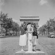 Pourquoi les étrangers aiment-ils Paris s'interrogeait Le Figaro Illustré en 1932