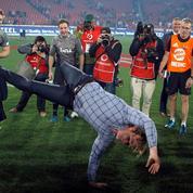 La danse endiablée d'un entraîneur de rugby après la victoire de son équipe