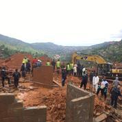 Le bilan du glissement de terrain s'alourdit à près de 500 morts