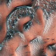 Des tempêtes de neige nocturnes sur Mars