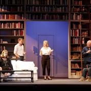 Théâtre privé-public: les jeux de l'amour et de la défiance