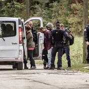 Des centaines de migrants évacués du campement de Grande-Synthe