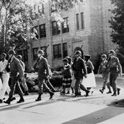 12 septembre 1958 : la Cour suprême ordonne la réintégration des élèves noirs à Little Rock