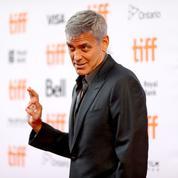 Clooney écrit un poème pour soutenir le mouvement anti-Trump «Take a Knee»