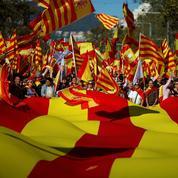 Drapeaux espagnols et slogans anti-sécession dans les rues de Barcelone