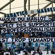 Des banderoles hostiles à Evra au stade Vélodrome
