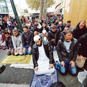 À Clichy, les élus battent le pavé contre les prières de rue