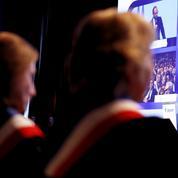 Édouard Philippe joue les pédagogues pour rassurer des maires inquiets