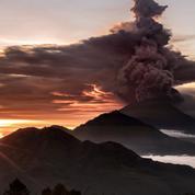 Bali craint une éruption du volcan Agung, évacuation de la population