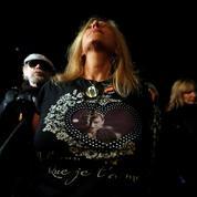 Les fans prêts à tout pour assister au dernier hommage de leur «dieu» Johnny