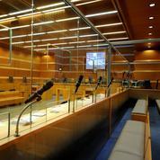 Des avocats protestent contre les box vitrés «déshumanisants» dans les tribunaux