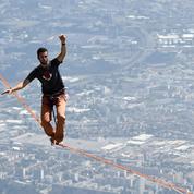 Téléthon : il tente un record de traversée en highline entre la tour Eiffel et le Trocadéro