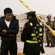 Chine : la population du Xinjiang fichée sans le savoir