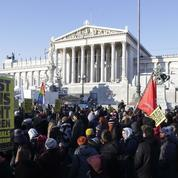 Autriche : le gouvernement formé par la droite et l'extrême droite investi