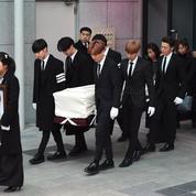 Funérailles de Kim Jong-Hyun : sa mort révèle le système brutal du show-biz sud-coréen
