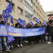 Agressée, la police réclame une sévérité sans faille à Macron
