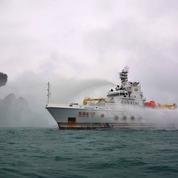 Un tanker en feu au large de Shanghai, risque important de marée noire