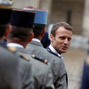 Macron veut restaurer la confiance avec les armées