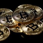 Le bitcoin passe sous la barre symbolique des 10.000 dollars