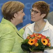 Allemagne: sous pression, Angela Merkel organise sa succession