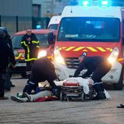 Calais est en proie aux violences attisées par les passeurs