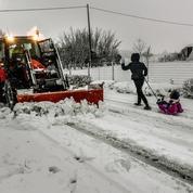 Chutes de neige: les transports toujours perturbés dans la moitié nord de la France