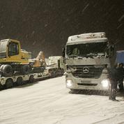 Poids lourds paralysés par la neige: une perte de 60 millions d'euros par jour