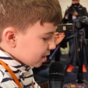 Un «journaliste» en herbe de 11 ans surprend tout le monde en conférence de presse